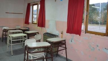 Deterioro. Una de las aulas más complicadas de la Escuela, con los signos del colapso en sus paredes.