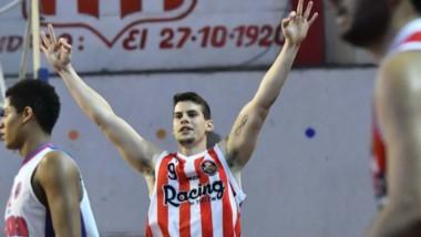 El particular festejo de Gonzalo Moreyra cada vez que encesta un triple. Convirtió 9 puntos en la final.