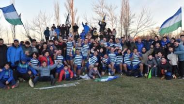 """Una vez más festejó el pueblo de las """"Cebras"""". Trelew RC ganó los siete partidos que jugó y se adjudicó el título. Además, logró la clasificación al Regional Patagónico del próximo año."""