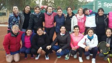 El encuentro de tenistas tuvo lugar en las canchas del club San Benito en distintas categorías.