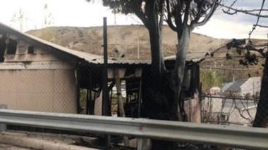 Así quedaron las instalaciones consumidas por las poderosas llamas, animadas por el viento reinante. (Gentileza: @ornellavezzoso)