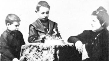 Pura historia. Desde la izquierda, Juan Domingo Perón, su hermano Mario Avelino y su madre Juana Sosa.