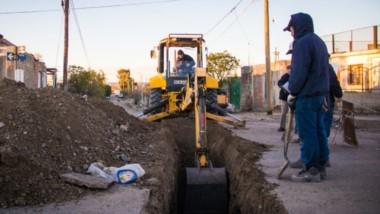 Zanja. Una postal del proyecto que se debe completar para mejorar la distribución de agua potable.