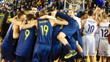 Con tres columnas ganadoras en ataque y una defensa elogiable, el equipo de Narvarte igualó 2-2 con el Cuervo.