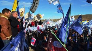 El gobernador hizo el cierre de campaña en el sur de la provincia con un acto multitudinario y gran acompañamiento de los petroleros.