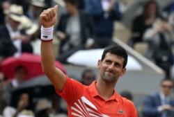 """""""Nole"""" avanzó a su 9na semifinal en Roland Garros, para jugar el viernes con Thiem, tras Federer-Nadal."""