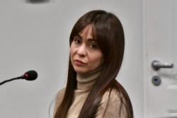 Rechazo. El defensor Damián D´Antonio junto con una de las mujeres que será juzgada desde el 18 de junio.