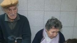 Hilda, de 86 años, y Hugo, de 92, fueron abandonados por uno de sus hijos en un bar de Rosario, provincia de Santa Fe. Foto: Captura Telefe.