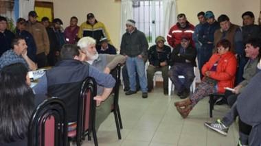 Irrupción. Los trabajadores municipales fueron a la sesión del Concejo para saber sobre los pases a planta de los que nadie estaba informado.