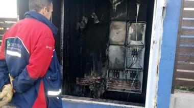 La explosión que se generó en un gabinete de conexión domiciliaria.