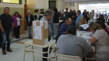 Chubut elije un gobernador, veintisiete diputados, intendentes, jefes comunales y concejales.