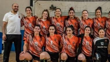 """Las chicas del """"Rojinegro"""" también fueron campeonas del Apertura de handball tras vencer a Cumehue."""
