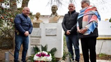 Recuerdo. Los mellizos Sastre junto con Xenia Gabella, la viceintendente, recordando la muerte de Perón.