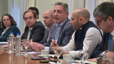 Todo el equipo. Esta vez el gobernador Mariano Arcioni fue quien lideró la reunión en Fontana 50.