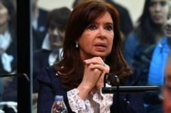 Cristina Fernández visita Cuba, para interesarse por la salud de su hija Florencia.