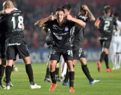 En Santa Fe y por el gol de Matías Romero, Argentinos Juniors venció 1-0 a Colón en el juego de ida.