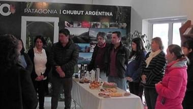 Junto a artesanos y productores, el intendente Daniel Cárdenas inauguró paseo de invierno.