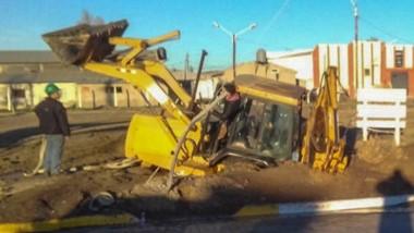 Incidente. La compactación del terreno no pudo soportar el peso de la máquina en la ciudad del Golfo.