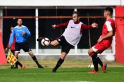 En el primer amistoso de la mañana, San Lorenzo y Estudiantes igualaron 0-0 en el Nuevo Gasómetro.