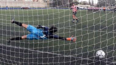 """En la definición por penales, la """"Academia"""" conquistó la victoria ante la """"Banda"""" ayer en Puerto Madryn."""
