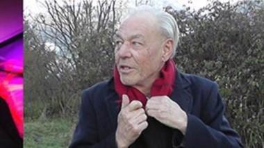 Showman. Dos postales de Mike Cook, tocando su música a todo motor y disfrutando del verde de la cordillera patagónica.
