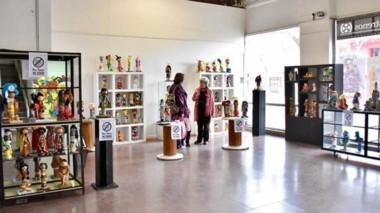 """Ayer quedó inaugurada la muestra de muñecos """"Las 1.000 y 1 caras del alma"""", de Milagros Alonso."""