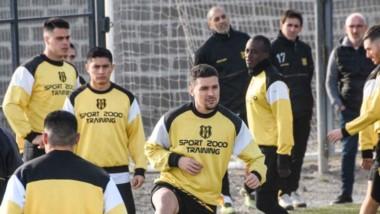 En Deportivo Madryn, prefieren dividir la primera fase en dos zonas de quince equipos cada una.