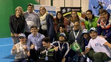Todos los ganadores. Los mejores jugadores de padel del país jugaron el fin de semana en Trelew.