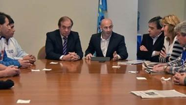 Tal como había sido planificado hace algunos días, el ministro Massoni junto con Luis Tarrío y el secretario de Trabajo recibieron a la Mesa de Unidad Sindical.