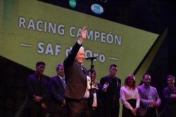 Racing campeón recibió el premio