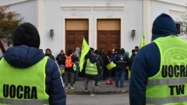 Reclamos. Ayer una vez más los trabajadores de la construcción se movilizaron a Casa de Gobierno para obtener algún tipo de respuesta.