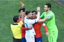 Un informe oficial expone las razones que motivaron la expulsión de Messi y Medel.