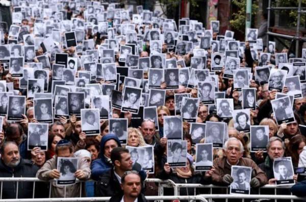 Macri firmó tres decretos sobre la AMIA y encabezará un acto en la Rosada
