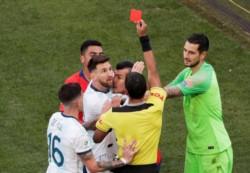 En Conmebol analizan darle dos fechas a Messi por la roja y una multa económica por las declaraciones.