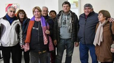 Otro grupo del Frente de Jubilados de ATE también llevó los reclamos hasta Casa de Gobierno.