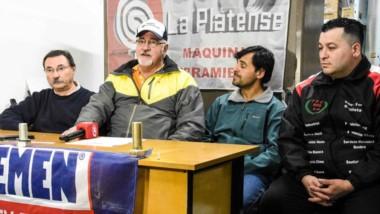 """Valentín Zomoza, presidente del Automoto Club Puerto Madryn, presentó ayer el GP """"Bulonería La Platense""""."""