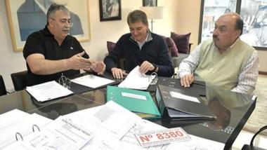 Obras por triplicado. Héctor González con Patricio Musante, de Sudelco y Alejandro Álvarez.