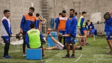 """En primer plano, Gonzalo Peña, el capitán de J.J. Moreno. El """"Naranja"""" desea tener una licencia deportiva que le permita jugar el Regional 2020."""
