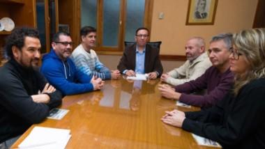 Maderna y organizadores del X Congreso de Educación Física y VII Simposio de Deportes, que será en septiembre.
