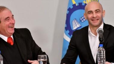 los ministros Tarrío y Massoni ayer durante la conferencia de prensa llevada adelante en Casa de Gobierno.