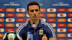"""Scaloni: """"Los jugadores quieren salir campeones más por Messi que por ellos. Todos queremos ganar algo con esta camiseta""""."""