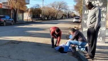 La mujer circulaba con una bicicleta cuando colisionó con una camioneta Chevrolet S10 en la tarde de ayer.