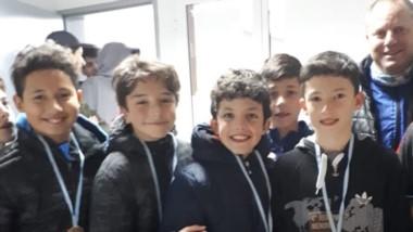 Los chicos del sub 12 con sus premios en el Regional de Menores.