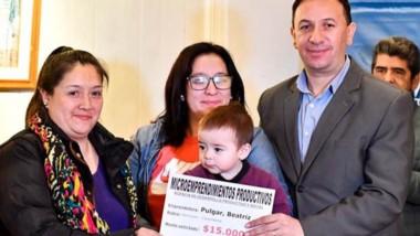 Maderna destacó la entrega de micro emprendimientos.