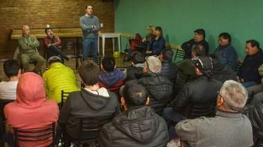 La reunión que se dio en la sede del gremi o textil entre los despedidos y el dueño de la textil.