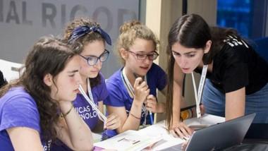 E l programa ayuda a las chicas a descubrir su vocación por la ciencia.