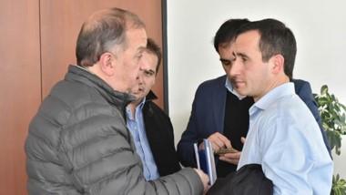 El intendente de Comodoro, Carlos Linares, junto al titular de la Cooperativa de Rawson, Griffiths.