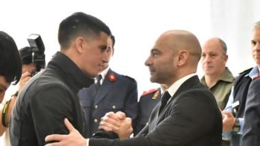 Saludo. El ministro Massoni encabezó la ceremonia donde se reconoció a más de 50 efectivos de la fuerza.