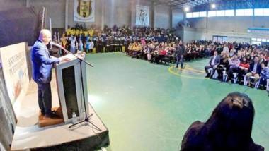 El orador principal de del acto central por el aniversario de Madryn fue el intendente, Ricardo Sastre, quien dio un sentido y emotivo discurso.