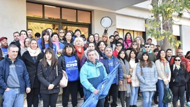 Banderas. Pese a levantar las medidas de fuerza, los judiciales igual decidieron marcha por la capital y dar apoyo a los empleados municipales.